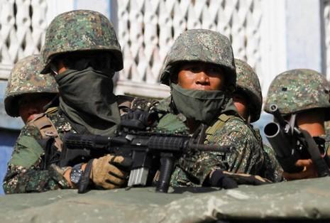 Philippines lo khủng bố đánh chiếm thêm thành phố mới - ảnh 4