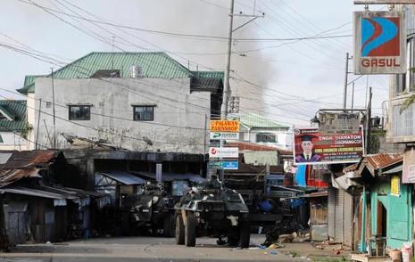 Philippines lo khủng bố đánh chiếm thêm thành phố mới - ảnh 2