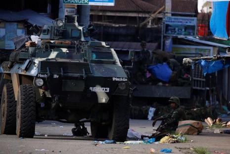 Philippines lo khủng bố đánh chiếm thêm thành phố mới - ảnh 5
