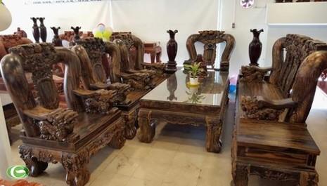 Đại gia Sài Gòn: 2 năm chế bộ bàn ghế gần 2 tỷ đồng - ảnh 3