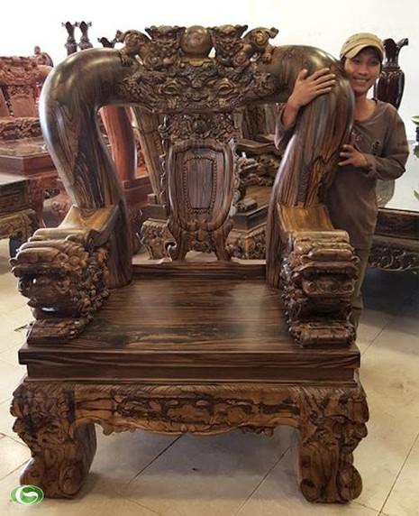 Đại gia Sài Gòn: 2 năm chế bộ bàn ghế gần 2 tỷ đồng - ảnh 2