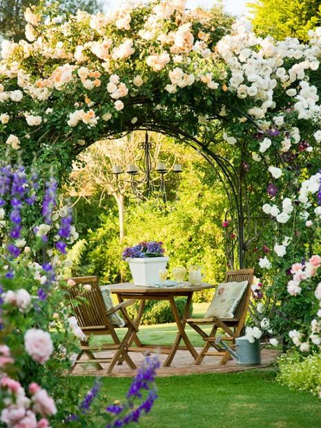 Lối vào nhà vườn thơ mộng với cổng hoa - ảnh 1