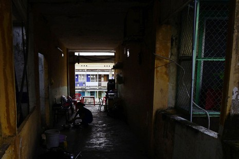 TPHCM: Cận cảnh thót tim ở chung cư Vĩnh Hội - ảnh 4