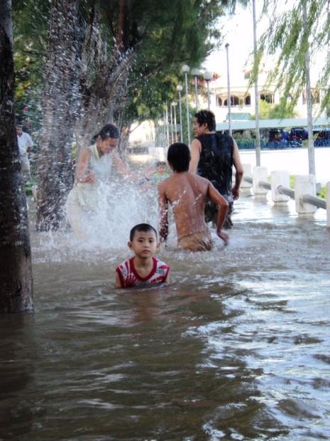 Triều cường gây ngập sâu kỷ lục tại Cần Thơ năm 2011