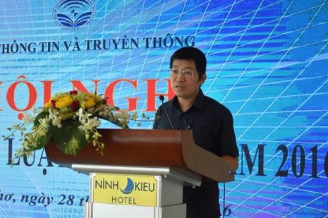 Ông Lưu Đình Phúc, Cục trưởng Cục Báo chí (Bộ TT&TT) giới thiệu những nội dung cơ bản và những điểm nhấn quan trọng của Luật Báo chí 2016, ảnh GIA TUỆ