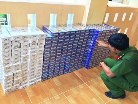 Bắt xe tải chở gần 3.600 gói thuốc lá nhập lậu - ảnh 2