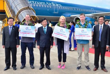 Việt Nam đón du khách quốc tế thứ 10 triệu - ảnh 2