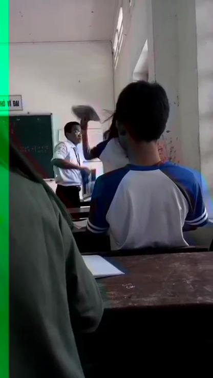 Thầy trò đánh nhau túi bụi trong lớp học  - ảnh 1