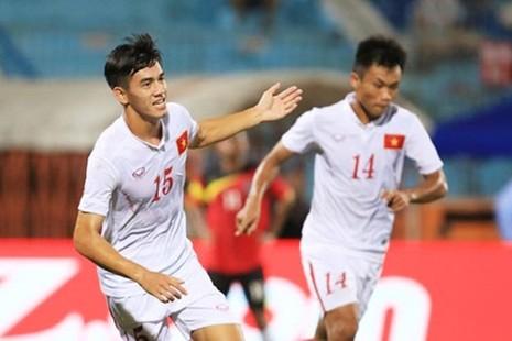 Cầu thủ U-19 Việt Nam hướng về miền Trung - ảnh 2