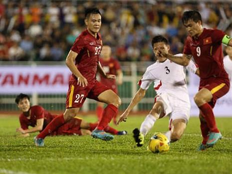 HLV Hữu Thắng loại 5 cầu thủ trước khi dự AFF Cup - ảnh 2