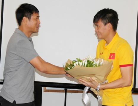 Tuyển Việt Nam hứa thắng Myanmar để làm quà tặng thầy - ảnh 1