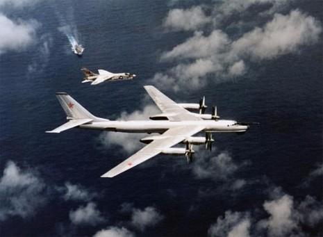 'Gấu Nga' Tu-95: Đối thủ xứng tầm của 'Pháo đài bay' B-52 - ảnh 3