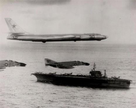 'Gấu Nga' Tu-95: Đối thủ xứng tầm của 'Pháo đài bay' B-52 - ảnh 2