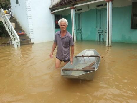 Bốn người chết, gần 2.000 ngôi nhà ngập sâu do mưa lũ - ảnh 2