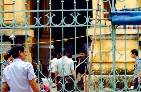 Biệt thự cổ HN sập: người dân lao vào lấy tài sản bất chấp nguy hiểm - ảnh 4