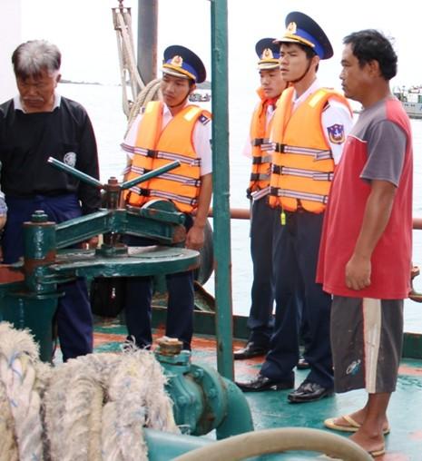 Cảnh sát biển bắt tàu Thái Lan bán dầu trái phép - ảnh 3