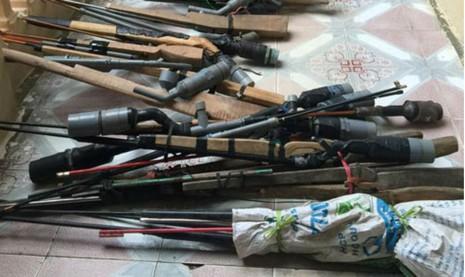 Vận động người dân giao nộp 75 khẩu súng tự chế  - ảnh 1