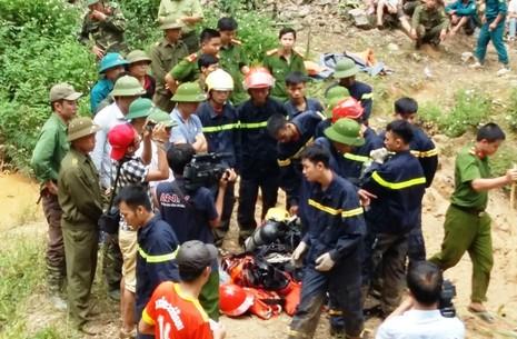 Bộ Quốc phòng vào cuộc giải cứu hai phu vàng dưới hang sâu - ảnh 2