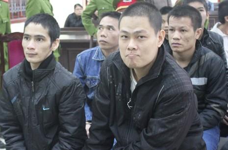 Hủy án tử hình hai kẻ vận chuyển 60 bánh heroin  - ảnh 1