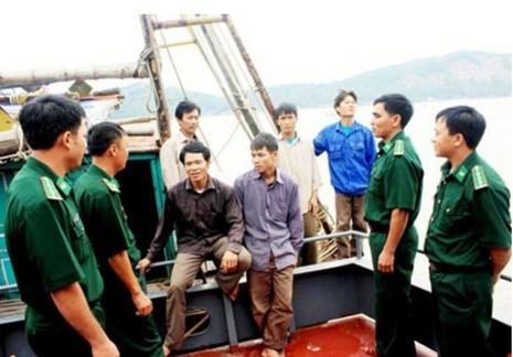 Bí thư thứ nhất Trung ương Đoàn tặng quà Hải đội cứu dân - ảnh 2