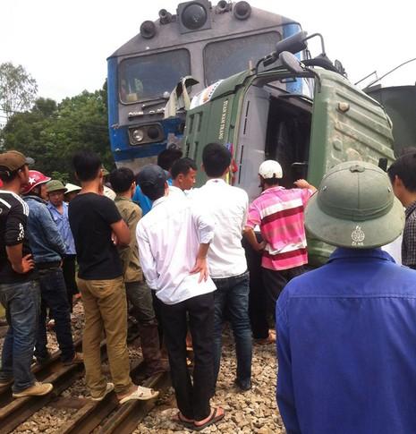 Tai nạn tàu hỏa ở Nghệ An, đường sắt Bắc-Nam đang ách tắc - ảnh 3