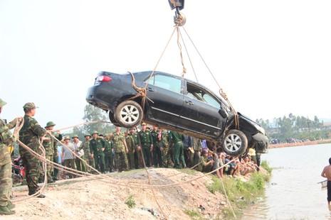 Thương tâm: Ô tô lao xuống hồ chìm nghỉm, giám đốc và lái xe tử vong - ảnh 2