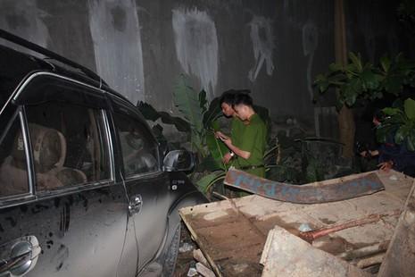 Tai nạn liên hoàn, xe tải cháy trơ khung, xe con hư hỏng nặng - ảnh 3