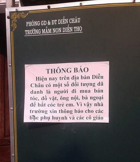 Nhà trường dán thông báo đề phòng học sinh bị bắt cóc - ảnh 1