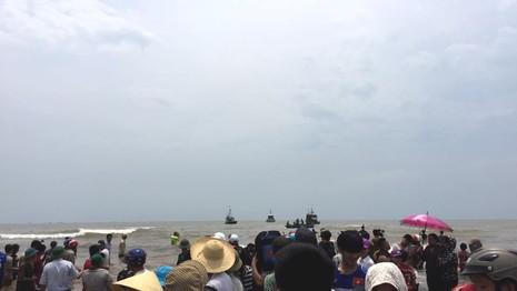 Chùm ảnh: 7 giờ miệt mài giải cứu cá voi 15 tấn  - ảnh 15