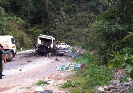 Nhà xe đang chở quan tài qua Lào đưa nạn nhân về Nghệ An  - ảnh 2