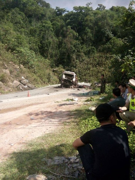Chùm ảnh: Kinh hoàng vụ nổ xe khách ở Lào, 8 người Việt tử vong - ảnh 10