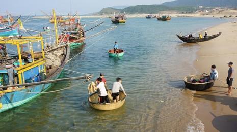 Ngư dân Hà Tĩnh chuẩn bị ra khơi