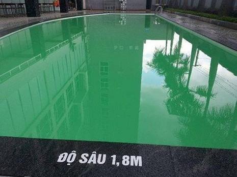 Bể bơi trong khách sạn bốn sao Vinh Plaza