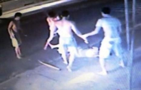 Nạn nhân mang dây chuyền bị đánh chết, khởi tố 6 người  - ảnh 1