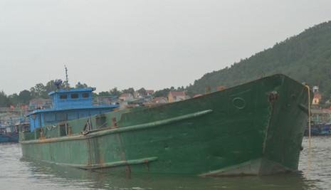 Bắt giữ tàu đổ chất thải xuống khu vực biển Thanh Hóa và Nghệ An - ảnh 2