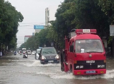 xe cứu hỏa cứu lũ