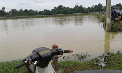 Nước lũ rút, tìm thấy xe máy và thi thể người đàn ông  - ảnh 1