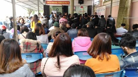 Đầu năm, người dân Nghệ An đổ xô đi làm CMND  - ảnh 1