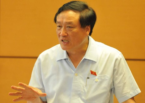 Chánh án TAND Tối cao Nguyễn Hòa Bình phát biểu tại buổi thảo luận tổ về Luật Bồi thường nhà nước chiều 27-10. Ảnh: CHÂN LUẬN