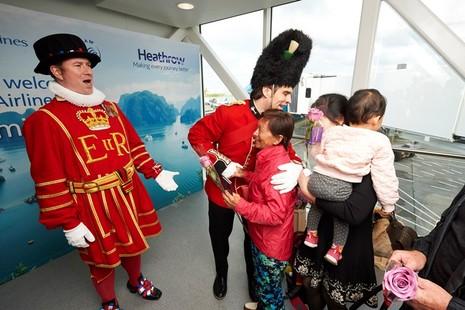 Vietnam Airlines chính thức khai thác sân bay mới ở Anh  - ảnh 1