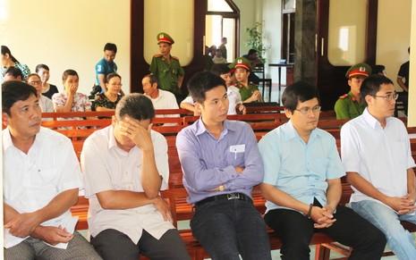 Đang xét xử Phó Công an TP Tuy Hòa trong vụ đánh chết nghi can - ảnh 4