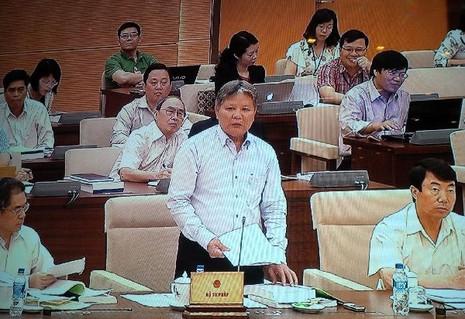Bộ trưởng Tư pháp Hà Hùng Cường phát biểu trước Uỷ ban Thường vụ Quốc hội