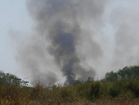 Lại cháy lớn ở bãi cỏ Quận 2 - ảnh 2