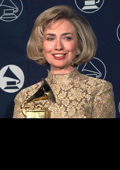Bà Hillary Clinton nhận giải Grammy. (Ảnh: