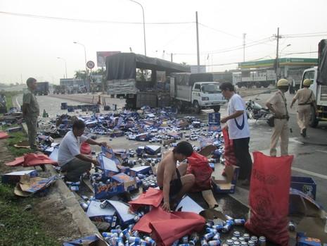 Kẹt xe nghiêm trọng từ Suối Tiên đến Bình Dương vì bia bị đổ vỡ đầy đường  - ảnh 5