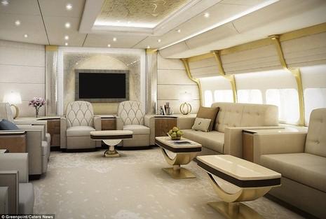 Phòng khách rộng rãi trên chiếc Boeing 747-8.