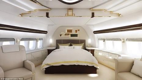 Phòng ngủ có một chiếc giường lớn, ghế bành và sofa để chủ nhân nghỉ ngơi trong các chuyến bay.
