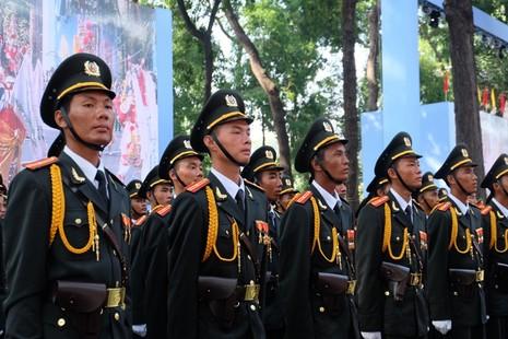 Tổng duyệt diễu binh, diễu hành kỷ niệm 40 năm thống nhất đất nước - ảnh 1