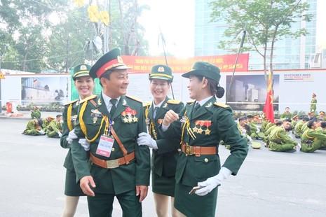 Tổng duyệt diễu binh, diễu hành kỷ niệm 40 năm thống nhất đất nước - ảnh 7