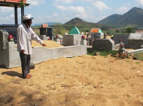Lãnh đạo huyện Sơn Hòa xin lỗi gia đình vụ 'vội chôn xác nạn nhân'  - ảnh 1